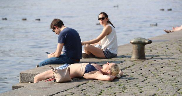 V první polovině prázdnin bude nejtepleji druhý červencový týden s maximálními teplotami kolem 27 stupňů Celsia.
