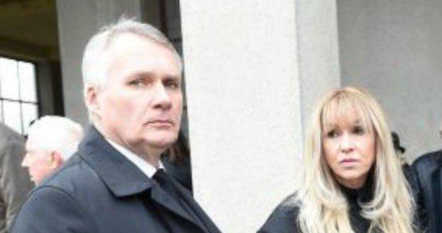 Naposledy se manželé objevili na veřejnosti loni v listopadu na pohřbu Karla Štědrého.
