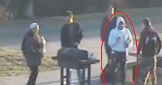 Po tomto muži policisté vehementně pátrají.