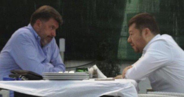 """Okamura ztrácí vliv, na schůzce se """"Zemanovcem"""" Nejedlým ale prý šlo hlavně o sushi"""