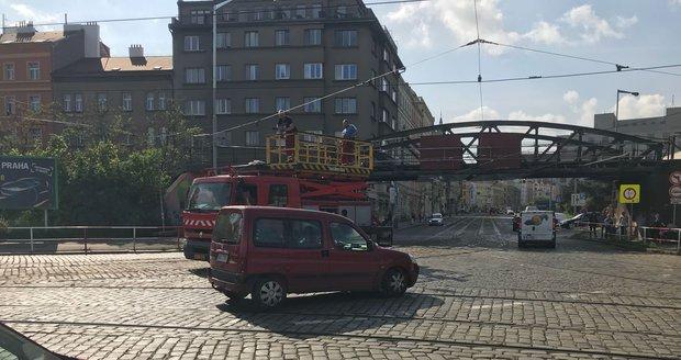 V Holešovicích došlo k omezení tramvajové dopravy kvůli poškozené troleji. (ilustrační foto)