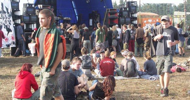 Hluk, opilí řidiči a drogy. Na technoparty u Liberce má dorazit kolem 7000 lidí