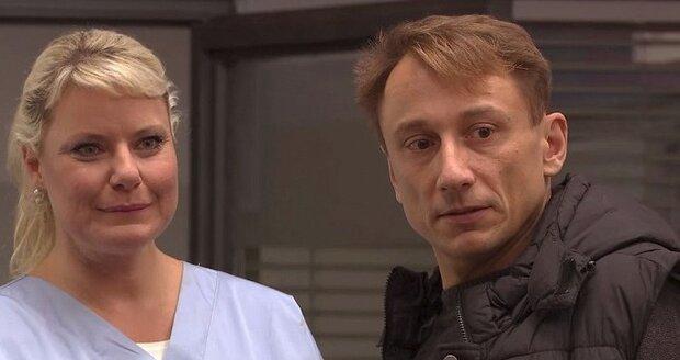 Marika Procházková a Petr Stach v seriálu Modrý kód