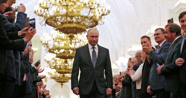 Putin se stal počtvrté prezidentem. Fandí mu skoro 80 procent lidí