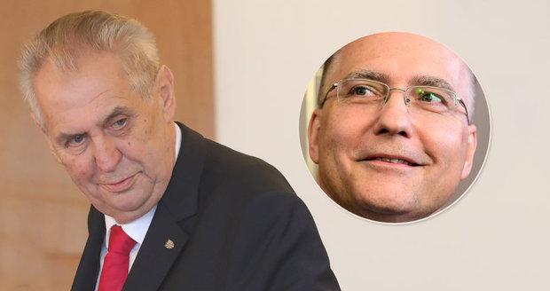 """""""Čučkaři a plácání."""" Zeman kvůli agentům Ruska a Číny šil do BIS, ta se brání"""