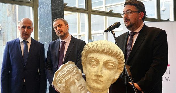 """Češi zachraňují památky v Sýrii: """"Dopravili jsme tam materiál za 2 miliony,"""" říká ředitel Národního muzea"""