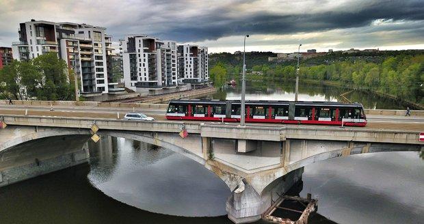 Prahu 8 trápí bezpečnost provozu na Libeňském mostě, náměstek primátora uklidňuje situaci.
