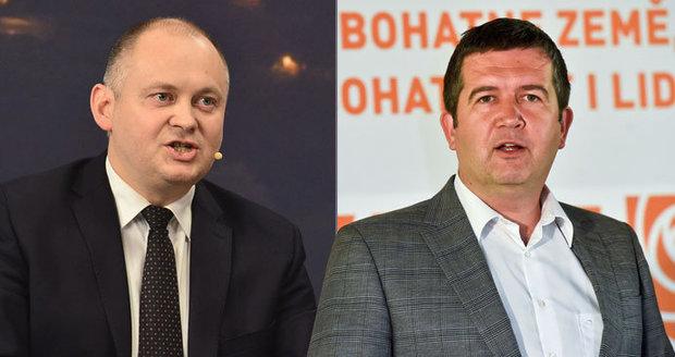 """""""Nebuďme blbci,"""" vyzývá ČSSD Hašek. A Hamáček se Zimolou """"zpracovávají"""" členy v regionech"""