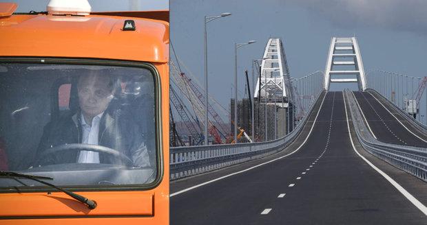 Putin v kamionu otevřel 19kilometrový most mezi Ruskem a Krymem