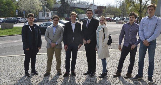 Sedm mladých lidí se uchází o pozici studentského starosty Prahy 7.