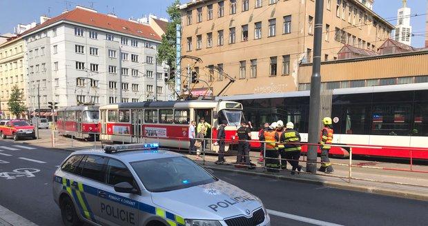 Tramvaj srazila u zastávky Koh-i-noor 80letou důchodkyni.