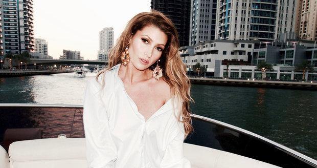 Kerndlová dlouho tvrdila, že je v Dubaji na dovolené, v tajnosti tam ale natáčela videoklip.