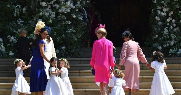 Jessica Mulroney v modrých šatech oslnila zadečkem na svatbě Harryho a Meghan