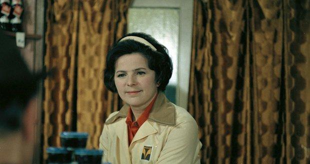 1977 Žena za pultem: Mezi její nejvýraznější role patří prodavačka Anna Holubová.
