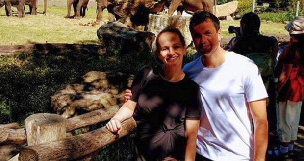 Monika Absolonová s partnerem a synem v zoo