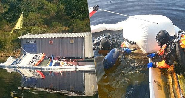 Loď záchranářů šla na Orlíku ke dnu! Od pátku měla pomáhat rekreantům