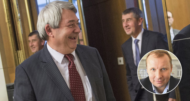 Komunista Filip vzkázal Babišovi: Mise už nemusí být překážkou, ministr Poche ano