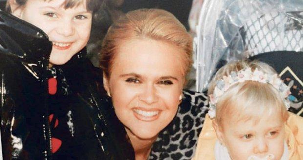 Ornella sdílela fotku z dětství s maminkou a sestrou