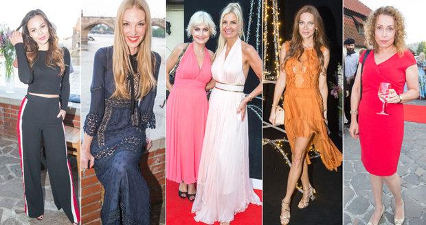 Sexy krásky na luxusní párty předvedly své vnady a jiné přednosti.