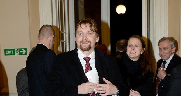 Pavel Dobeš v roce 2012 co by ministr dopravy přichází na Žofín na vyhlášení fotbalisty roku