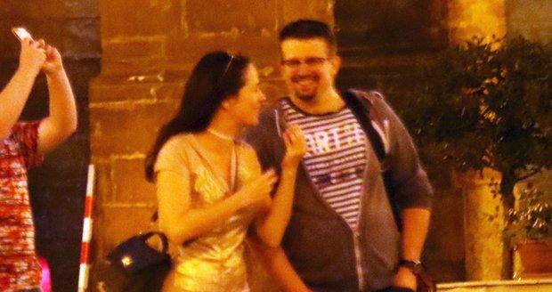 Tereza s Jakubem na romantické procházce setmělou Prahou