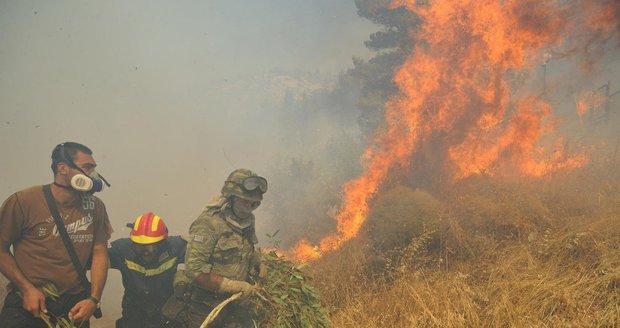 Požár v Řecku obnažil nelegální úkryt s antickými poklady, byly v igelitkách