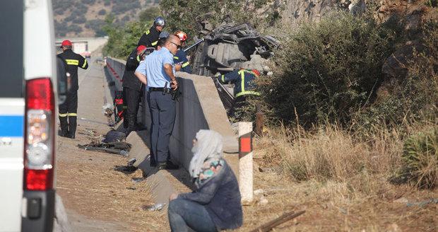 Nehoda dodávky plné uprchlíků: Zemřelo 6 lidí, včetně dětí a převaděče