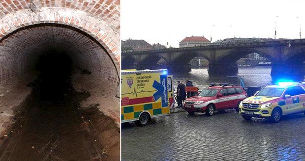 Online přenos: Pátrání po pohřešovaném lovci kešek policisté s hasiči ukončili. Pokračovat budou v úterý