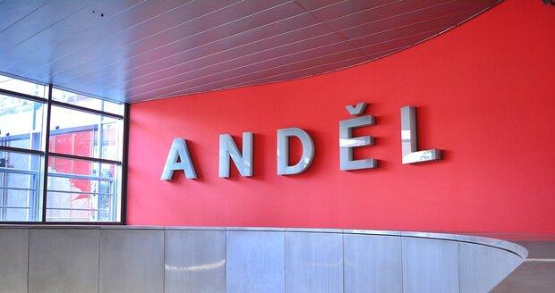 Eskalátory už jsou hotové! Do metra na Andělu už se zase dostanete hlavním vstupem.