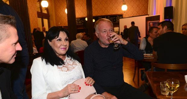 Oslava narozenin Jiřího Krampola: Dáda Patrasová a Luděk Sobota
