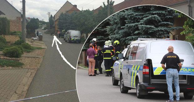 Drama v Kobylí: Neplatič se zabarikádoval i s manželkou! Byly slyšet rány, hrozil výbuch plynu