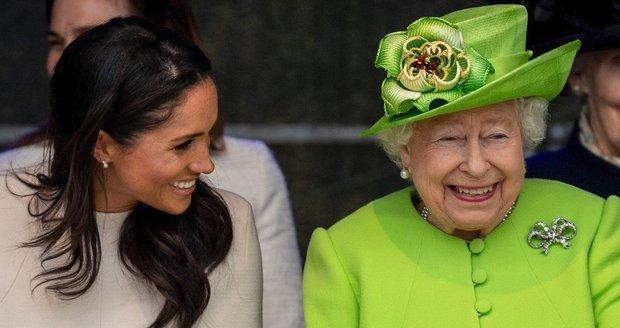 Královna Alžběta s vévodkyní Meghan ze Sussexu