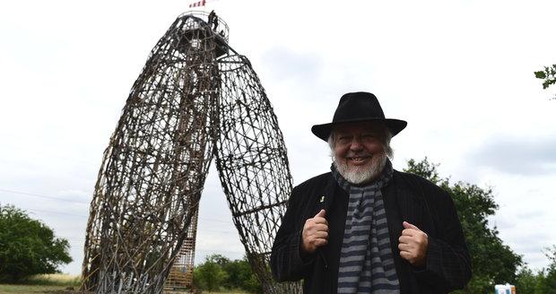 Architekt Martin Rajniš má ze svého výtvoru radost. Podle něj je to odvážný krok do 22. století.