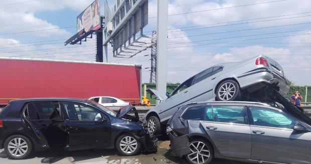 V oblasti Řeporyjí na Pražském okruhu došlo k hromadné nehodě.