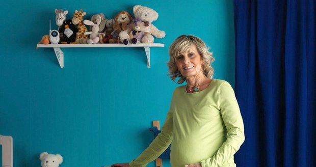 Extrémní rodičky v Česku provází rizika. Děti mají padesátnice i holčičky pod 14 let
