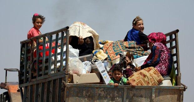 Na povstalce v Sýrii zaútočila ruská letadla. Lidé utíkají před boji pryč