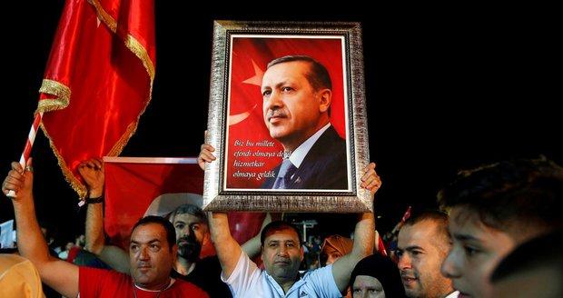 Erdogan tvrdí, že vyhrál volby v Turecku. Opozice to nechce zatím slyšet