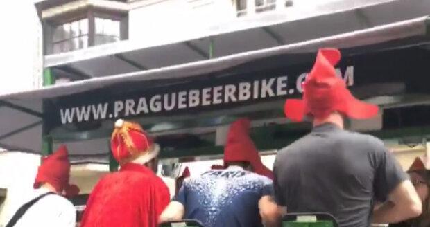 Pivní kola v centru Prahy jsou trnem v oku magistrátu. (ilustrační foto)
