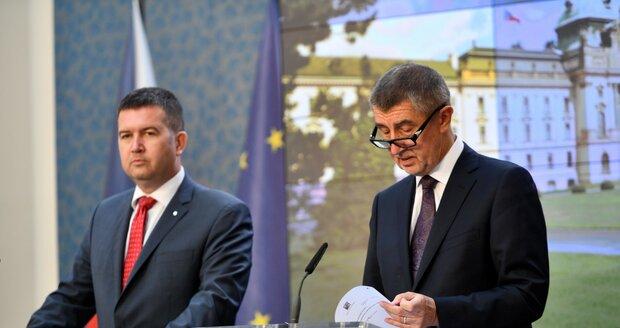 Hamáček hrozí odchodem z vlády. Babiš se diví a volbu okamurovce do Rady ČTK odmítá