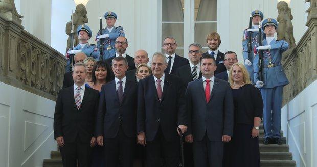Kmet Babiš stíhaný za podvod v čele nejženštější vlády. Kdo teď řídí Česko?