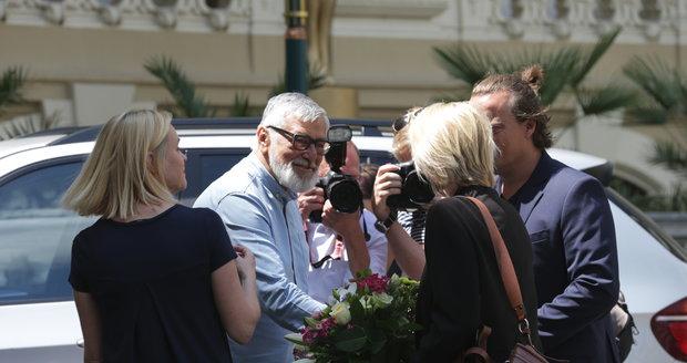 Jiří Bartoška se vítá s Trine Dyrholm.