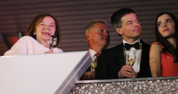 Livia Klausová se synem Janem a jeho partnerkou