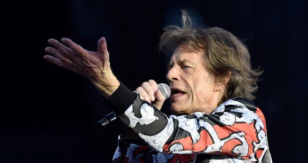 Mick Jagger odstartoval vystoupení skladbou Street Fighting Man.
