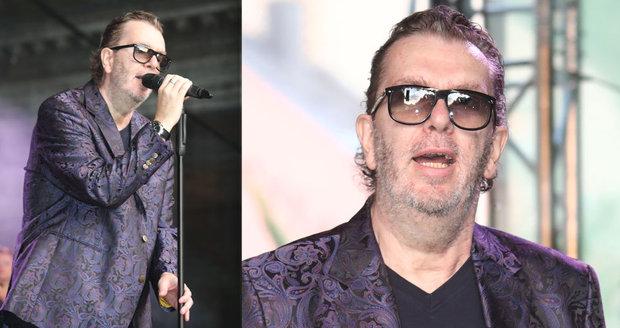 Nemocný a pohublý Richard Müller na koncertě v Karlových Varech během filmového festivalu.
