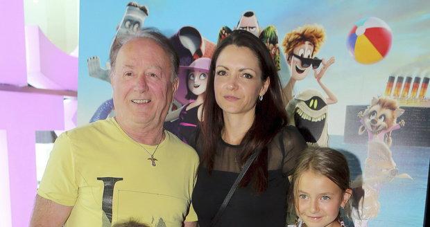Petr Janda s manželkou Alicí a dcerami Rozárkou a Anežkou