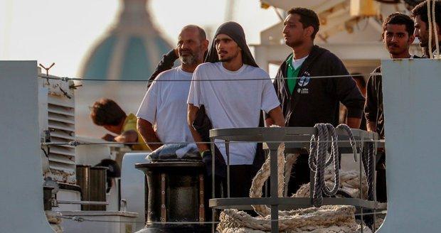 Migranty, které nechce Česko, přijmou jiné země. Motivace pro pašeráky, tvrdí Babiš
