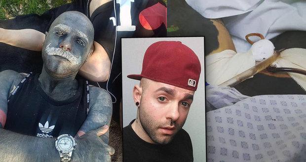 Adam má 90 % těla potetovaných: Nechal si odstranit genitálie, kazily umělecký dojem