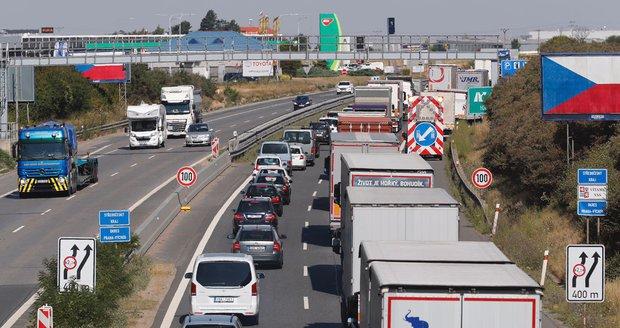 Dálnice D1 je po nehodě autobusu na 222. kilometru na Brno průjezdná jen jedním pruhem. Ilustrační foto