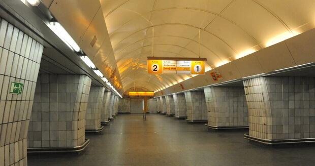 Stanice metra Českomoravská byla nepřístupná pro vstup, porouchal se tu eskalátor.