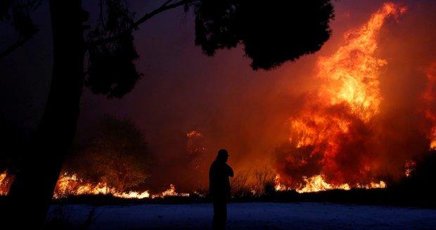 Dovolenkové ráje v ohrožení: Ohnivé peklo, vedro i lijáky. Co Čechům radí ministerstvo?